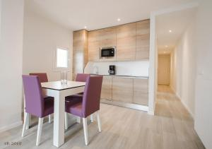 Кухня или мини-кухня в Apartamentos Ponent