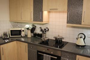Küche/Küchenzeile in der Unterkunft The Regent Apartment 2 Kingston Centre