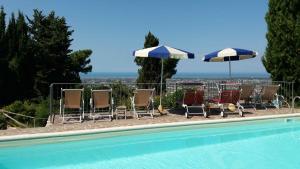 The swimming pool at or near Villa tra gli olivi