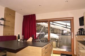 A kitchen or kitchenette at Bellaire Tirol