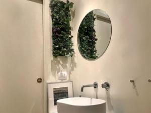 A bathroom at Suite Bellezia