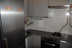 Кухня или мини-кухня в Апартаменты на пр. Больничный 10