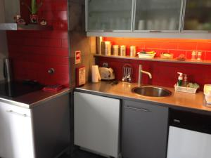 A kitchen or kitchenette at Vivenda Moura