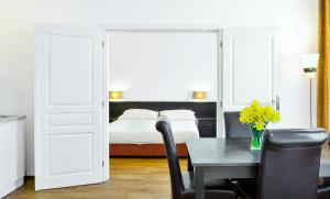 A bed or beds in a room at Apartments Central Park Marienbad