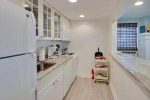 A kitchen or kitchenette at 12th Street House Lower Apts