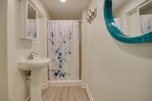A bathroom at 12th Street House Lower Apts