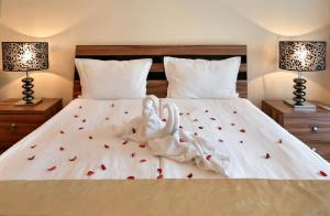 A bed or beds in a room at Apart Hotel Golden Line