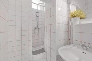 Kylpyhuone majoituspaikassa Porta 33 Porto Apartments