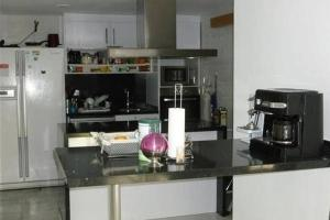 A kitchen or kitchenette at Atico