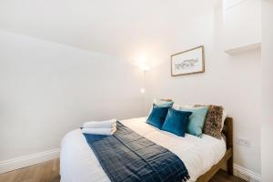 A bed or beds in a room at Partum Apartments Leinster