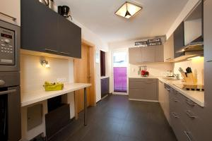 Una cocina o zona de cocina en Haus Alpenflora