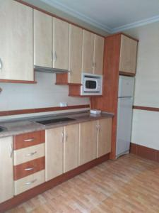 A kitchen or kitchenette at Piso Centrico En Linares