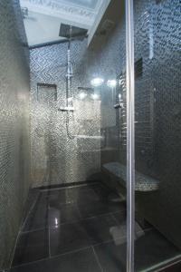 A bathroom at Dreamyflat - victor hugo