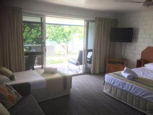 A bed or beds in a room at Whitehaven Beachfront Holiday Units