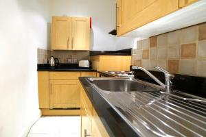 A kitchen or kitchenette at 17 Hertford Street