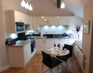 A kitchen or kitchenette at Becws Clyd
