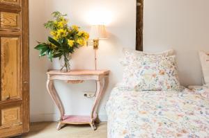 A bed or beds in a room at Prado Santa Ana 2BD/2BA