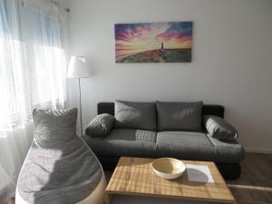 A seating area at Apartment Sbg Hbf (127)