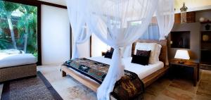 A bed or beds in a room at Amancaya House