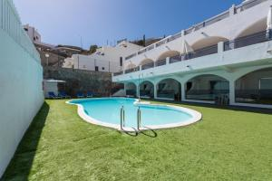 The swimming pool at or near eó Corona Cedral