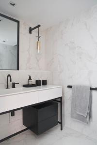A bathroom at Clos du Savoy