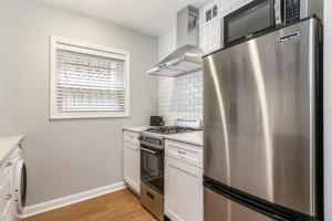 A kitchen or kitchenette at The Best Midtown Location by Piedmont Park