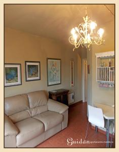 A seating area at Apartamento Guidan