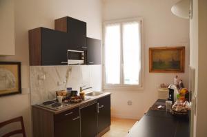 A kitchen or kitchenette at Flat Bologna Center Via San Felice - Appartamento