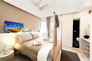 A bed or beds in a room at Stay In Ortigia