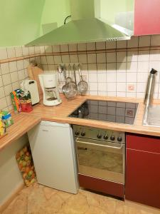 A kitchen or kitchenette at Villa Fewo 2