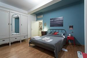 A bed or beds in a room at La Noce Apartment