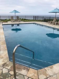 Πισίνα στο ή κοντά στο Luxury Puu Poa Condo #304