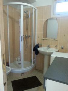 Salle de bains dans l'établissement Agréable f4