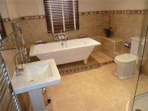 A bathroom at Ground Floor 2 Bed Apartment, Murray Crescent House