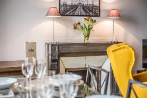 Restaurant ou autre lieu de restauration dans l'établissement Luckey Homes - Place Saint Sauveur