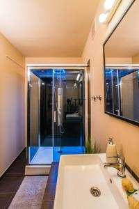 A bathroom at Jewellery box on the riverside