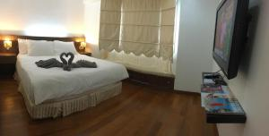 A bed or beds in a room at Putra Villa Short Stay Apartment KL