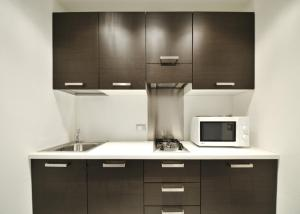 A kitchen or kitchenette at Venetian Apartments
