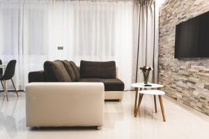 A seating area at SILESIA Apartment
