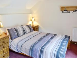 A bed or beds in a room at Duvale Retreat