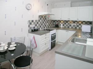 A kitchen or kitchenette at Fairlight