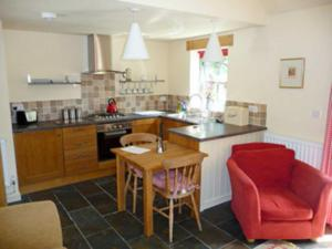 A kitchen or kitchenette at Cil Y Felin