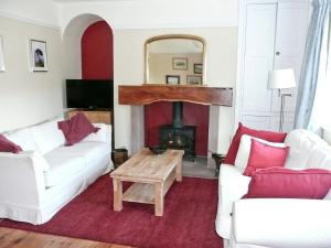 A seating area at Gardener'S Cottage