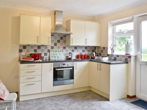 A kitchen or kitchenette at Silverley