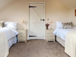 A bed or beds in a room at The Cart Lodge