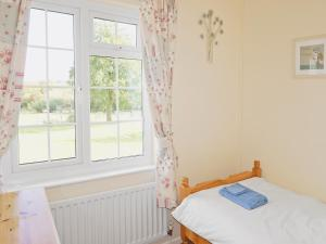 A bed or beds in a room at Jubilee Cottage