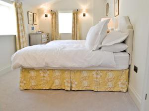 A bed or beds in a room at Marsh Barn