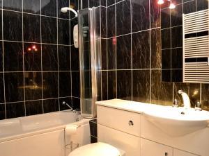 A bathroom at 6 Ladstock Hall