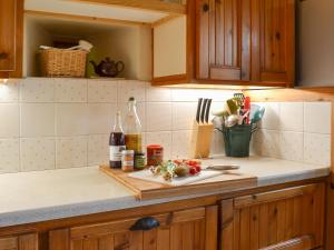 A kitchen or kitchenette at Arne Barn