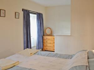 Ліжко або ліжка в номері Stable Cottage IV